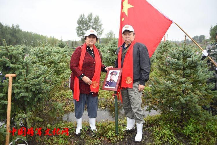 不忘初心 牢记使命 开国将军杨国夫中将之子杨健与夫人,来到哈尔滨三五将军文化博物馆开国将帅林缅怀先辈