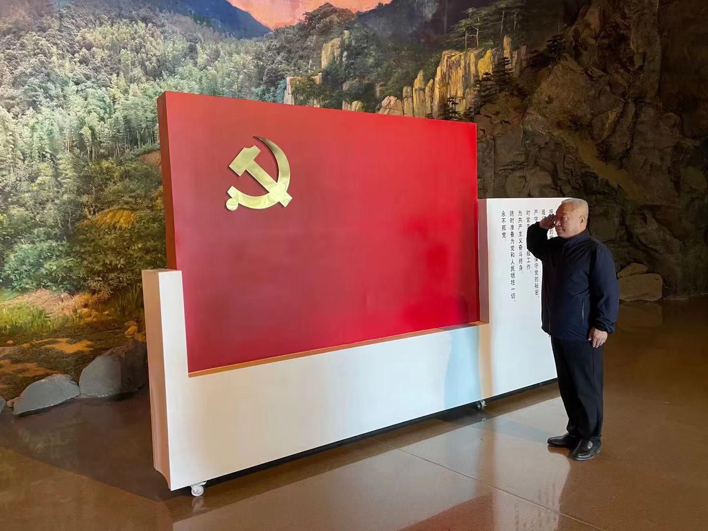三五觀察網   一名共產黨員的責任與擔當 王軍光榮加入中國共產黨五十周年