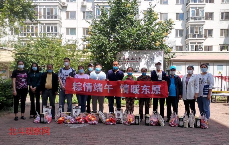 刘博雅带领爱心团队志愿者端午节慰问 抗战老兵 特困老知青和社区低保户