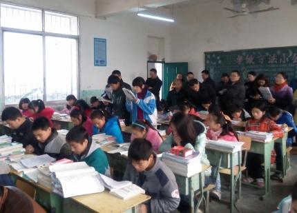 教师积极参与教研活动.jpg